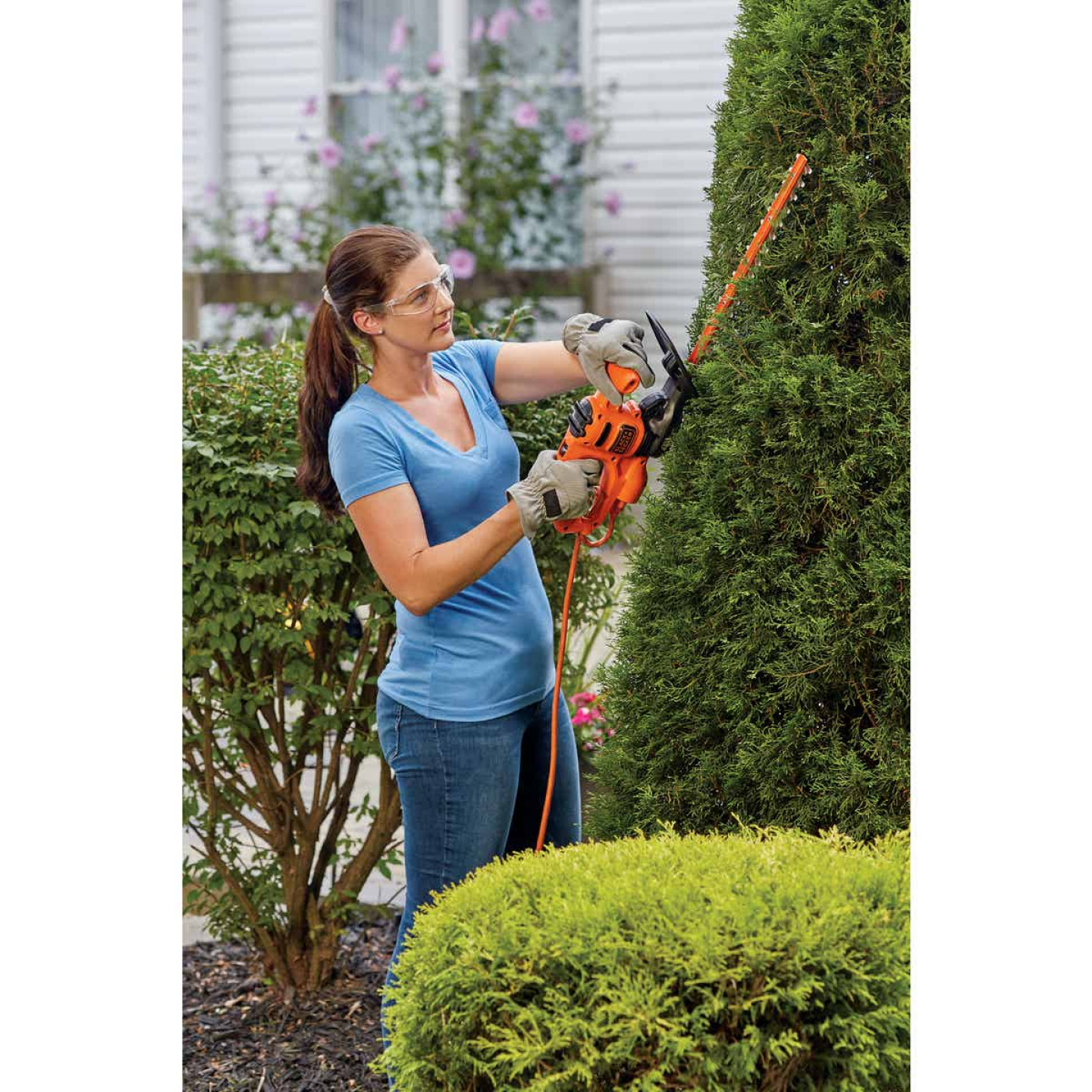 Black & Decker 16 In. 3A Corded Electric Hedge Trimmer Image 3